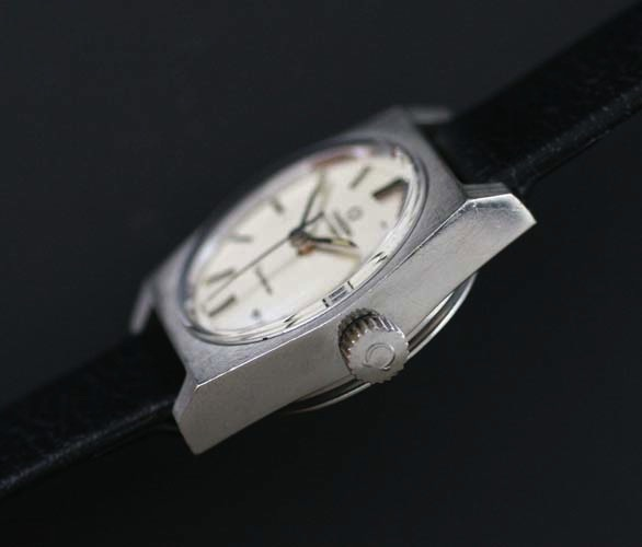 Omega Geneve crown